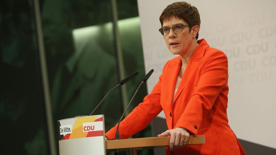 AKK: SPD und Grüne sollen Kandidaten in Thüringen aufstellen
