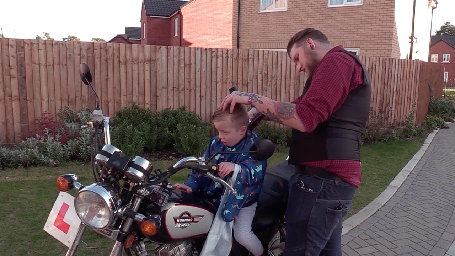 BARBER CUTS CHILDREN'S HAIR ON HIS MOTORBIKE SO THEY WON'T GET ANXIOUS