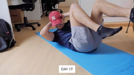 Six-Pack Challenge: This man did 10.000 sit ups in 30 days