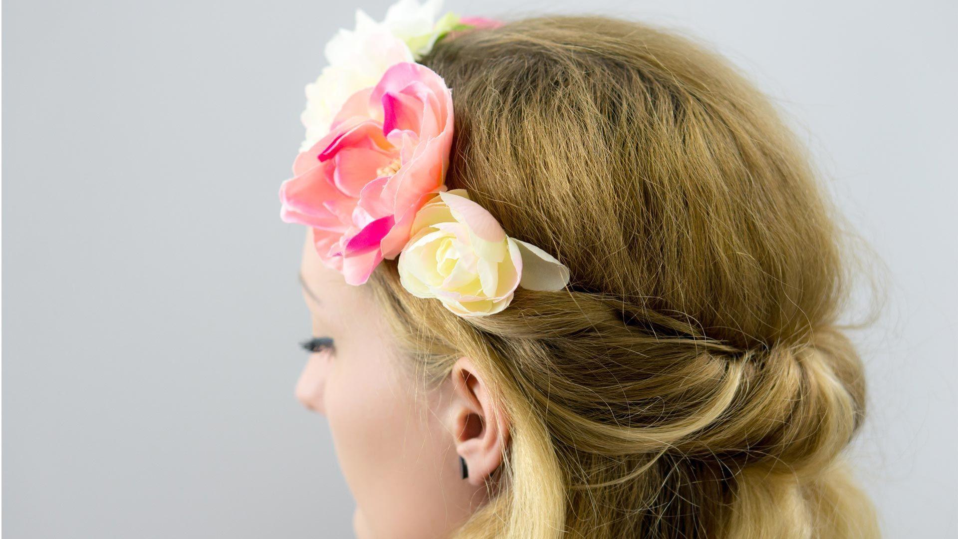 Blumenkinder: 2 wunderschöne florale Frisuren zum Nachstylen