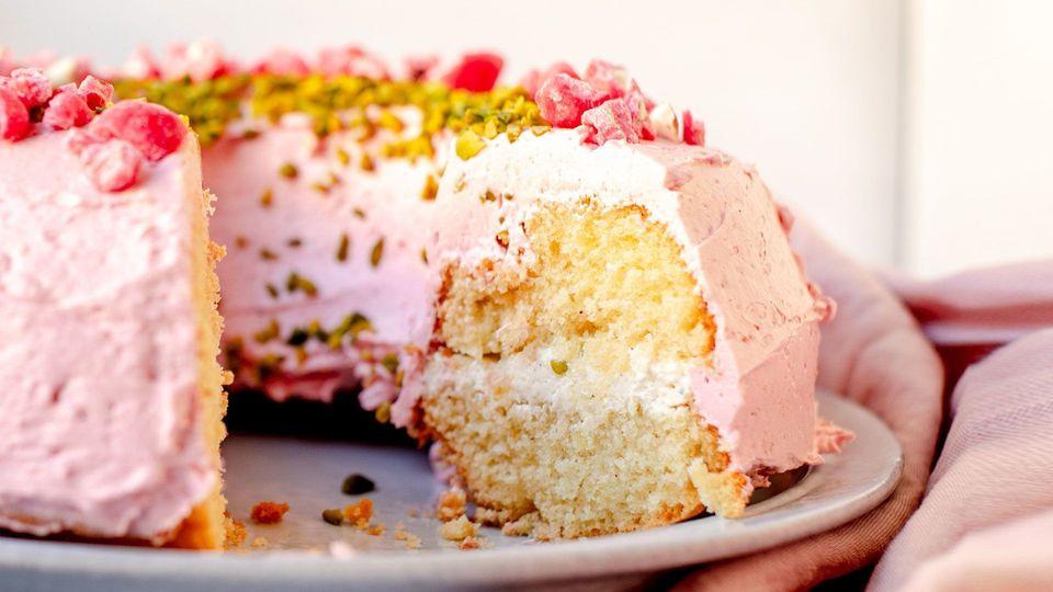 Sweet & Easy - Enie backt: Frankfurter Kranz mit pinkem Krokant