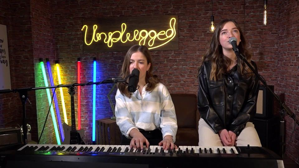 THE VOICE KIDS - Unplugged: Mimi & Josy mit