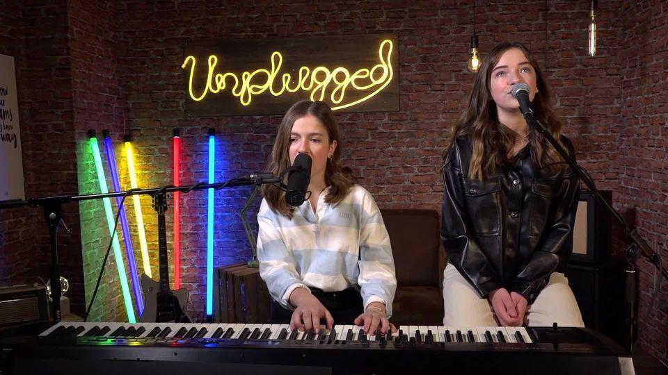 "THE VOICE KIDS – Unplugged: Mimi & Josy mit ""Take A Look"""